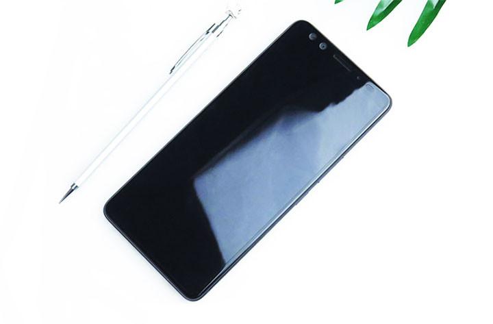 HTC U12+ fronte
