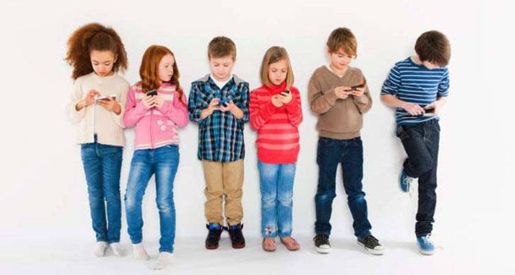 Smartphone e social network vietati ai minori di 14 anni? L'Italia ci pensa