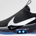 Nike lancia le scarpe smart che si allacciano da sole e si collegano allo smartphone