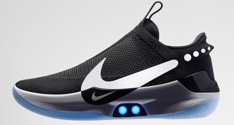 Nike lancia le scarpe smart che si allacciano da sole e si