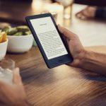 Amazon rinnova il Kindle base: arriva l'illuminazione