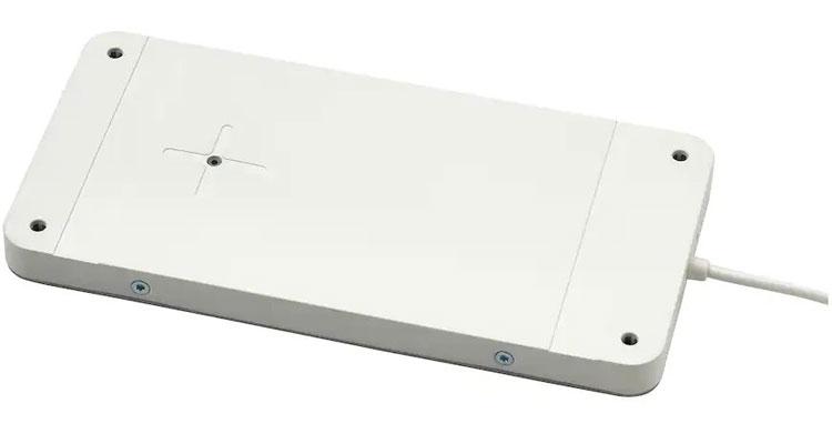 IKEA ha messo la ricarica wireless nei tavoli: basta questo semplice pad